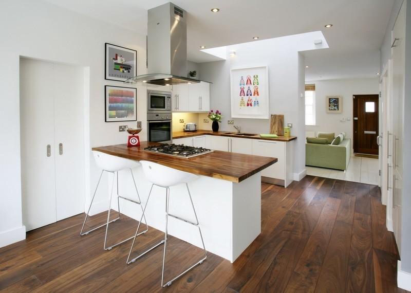 П-образная рабочая зона в кухне-гостиной