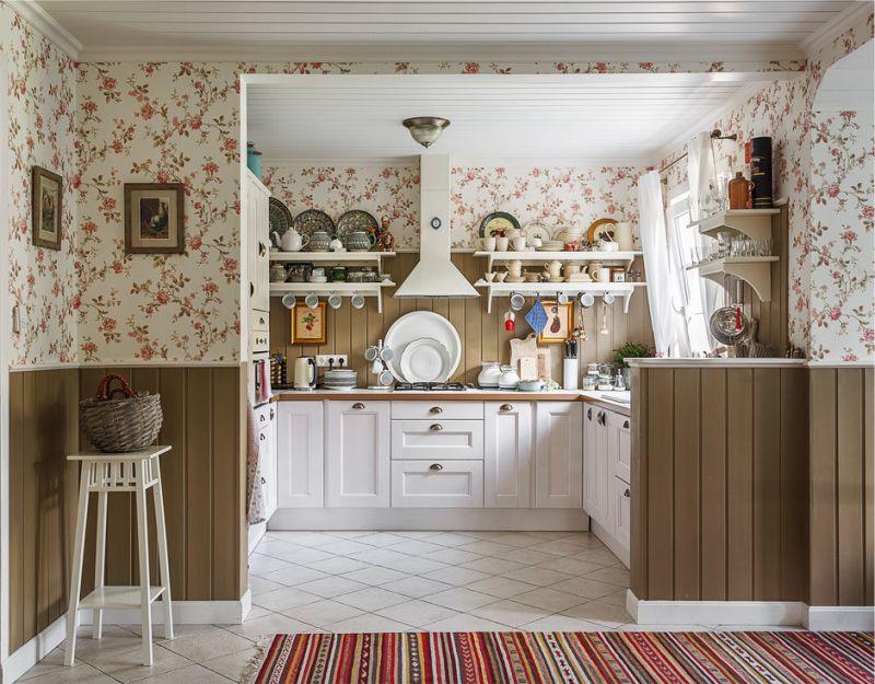 П-образная кухня в дачном доме