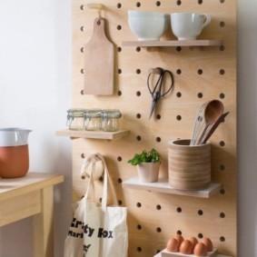 Самодельная панель с полочками для кухни