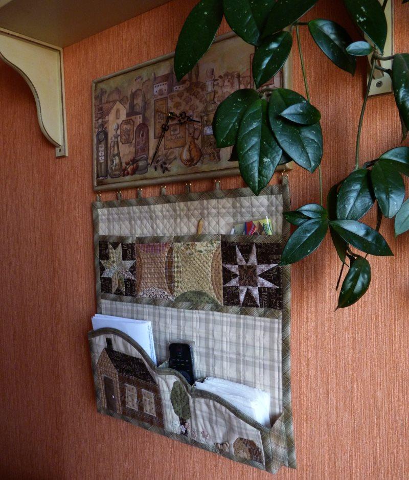 Панно-органайзер на стене кухни