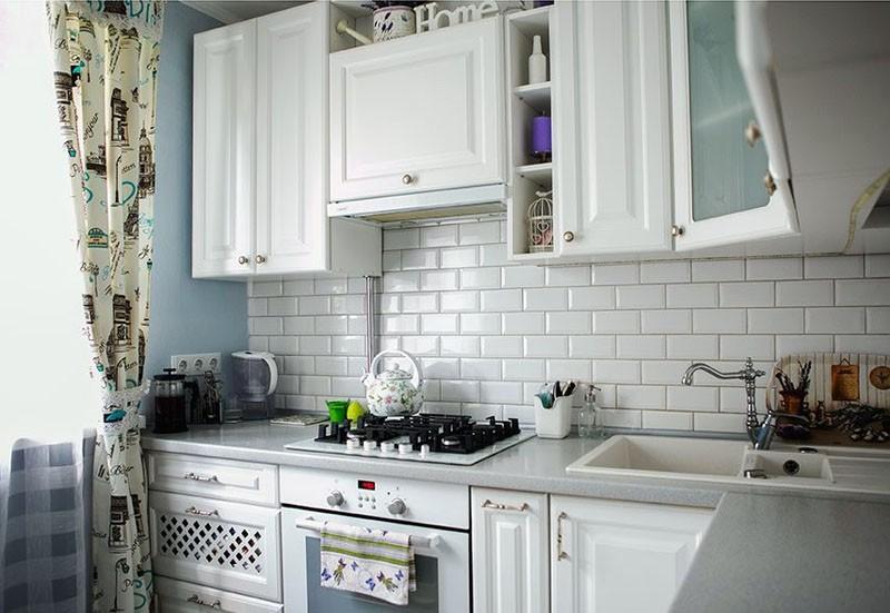 Прямая кухня прованс с белыми фасадами