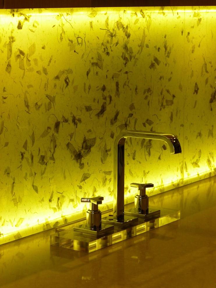 Эффектная подсветка кухонного фартука из каленного стекла
