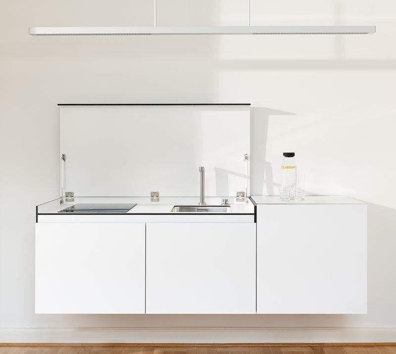 Белая подвесная тумба с кухонной мойкой