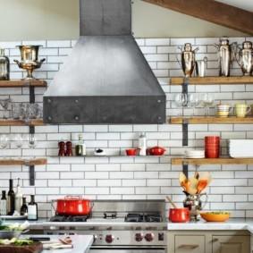 полки на кухне вместо навесных шкафов интерьер фото