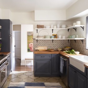 полки на кухне вместо навесных шкафов декор