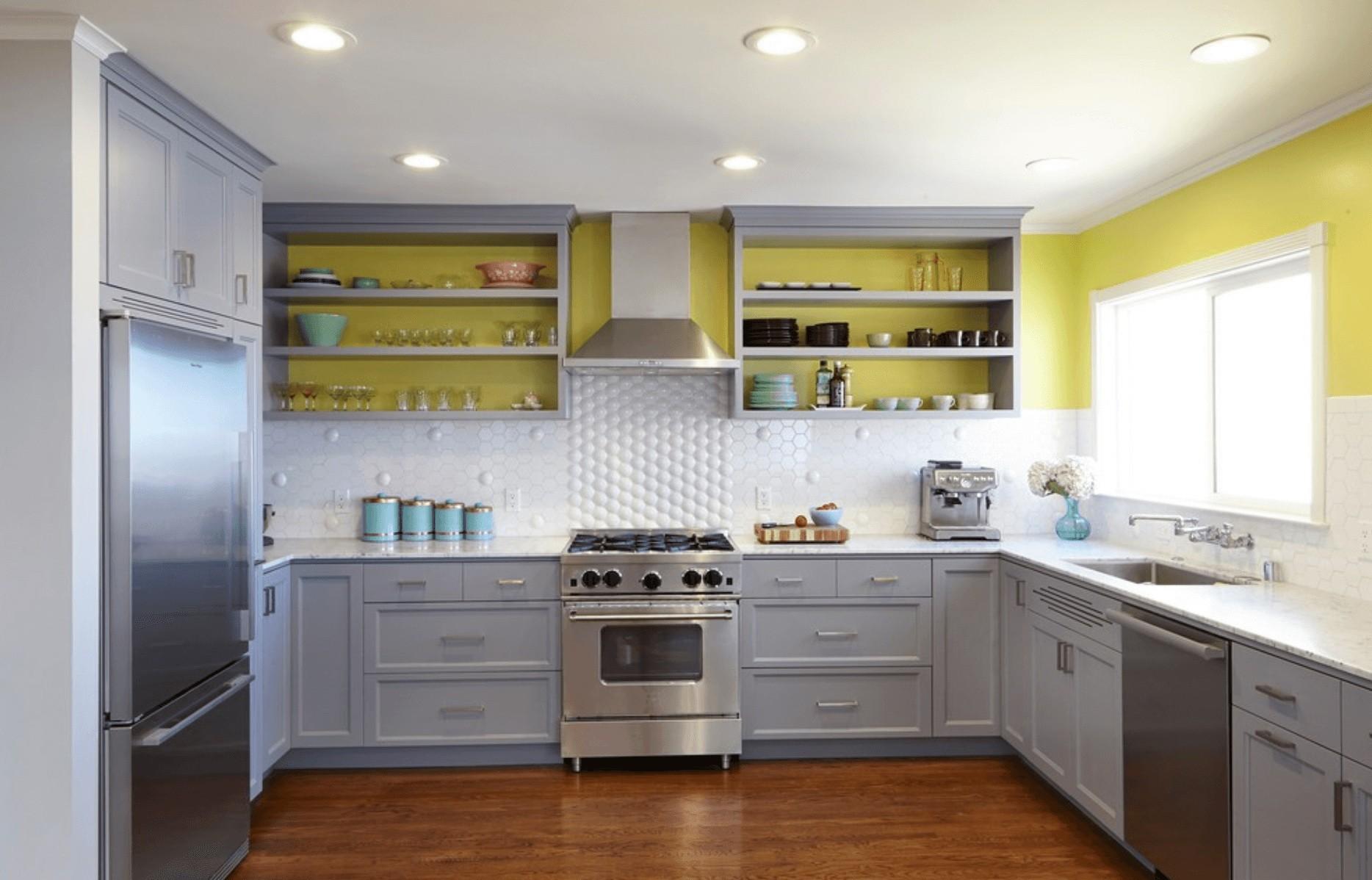 обратный, кухня с открытыми шкафами фото тут