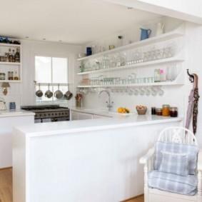 полки на кухне вместо навесных шкафов идеи декора