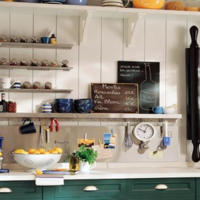 полки на кухне вместо навесных шкафов идеи фото
