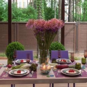 Обеденный стол на летней кухне