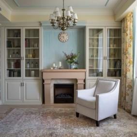 Камин в интерьере гостиной стиля прованс