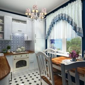 Короткие шторы на кухонном окне