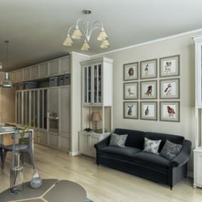 Модульные картины на диваном в гостиной