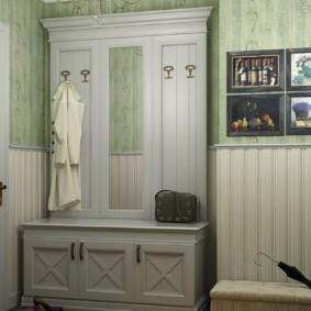Мебель в прихожей деревенского стиля
