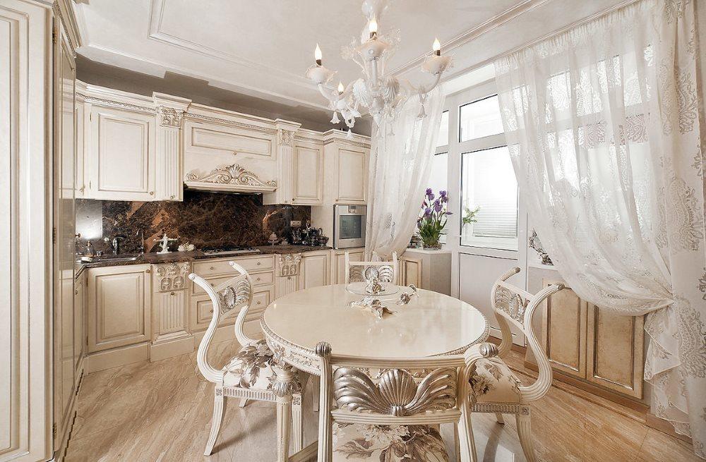 Светлая угловая кухня классического стиля