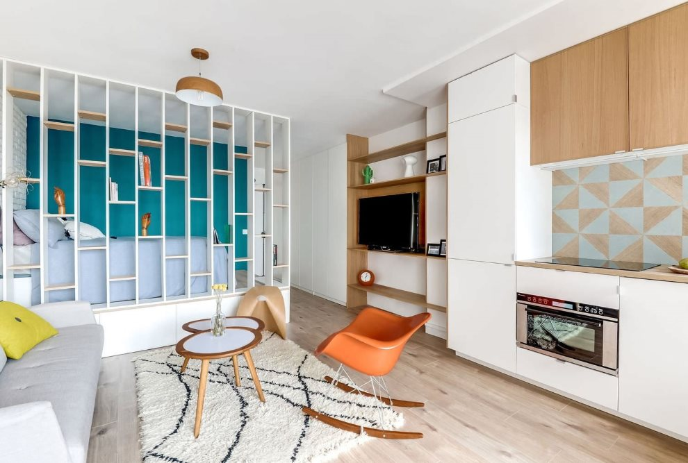 Зонирование стеллажом квартиры-студии площадью 20 кв м