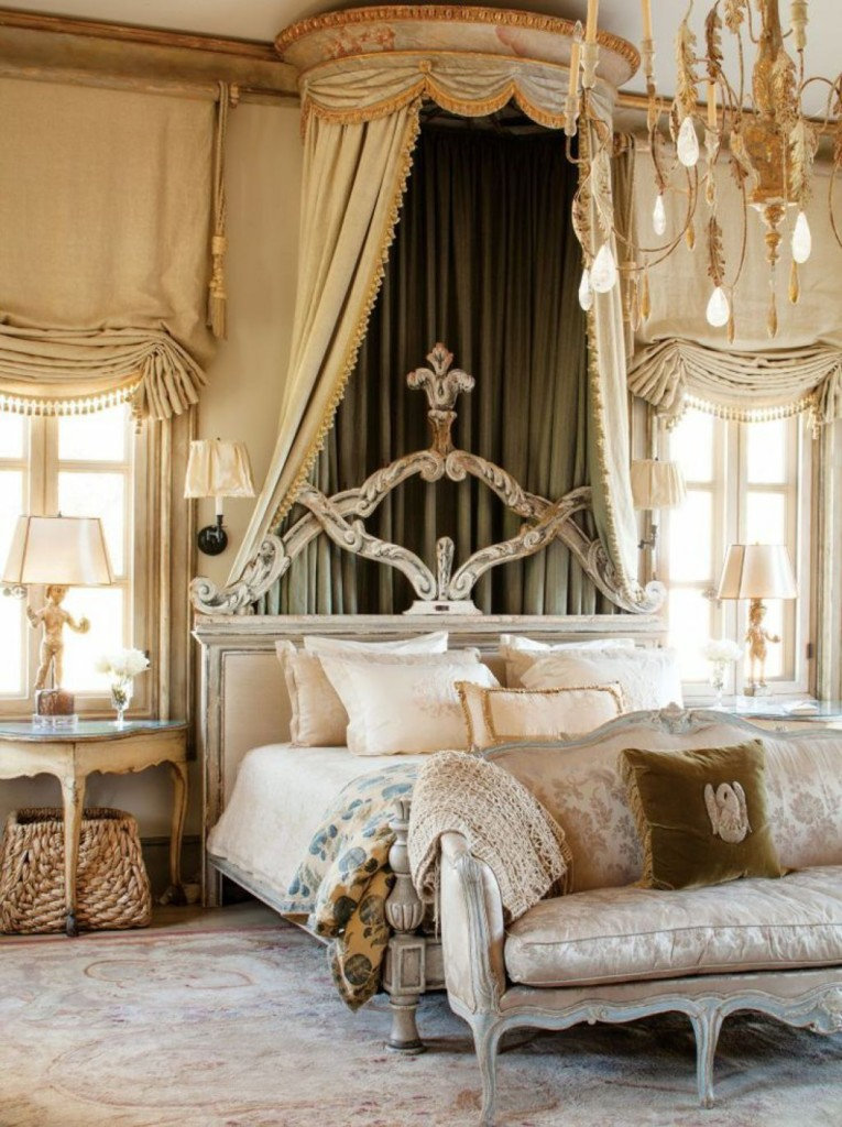 Кровать с балдахином из бархатной ткани