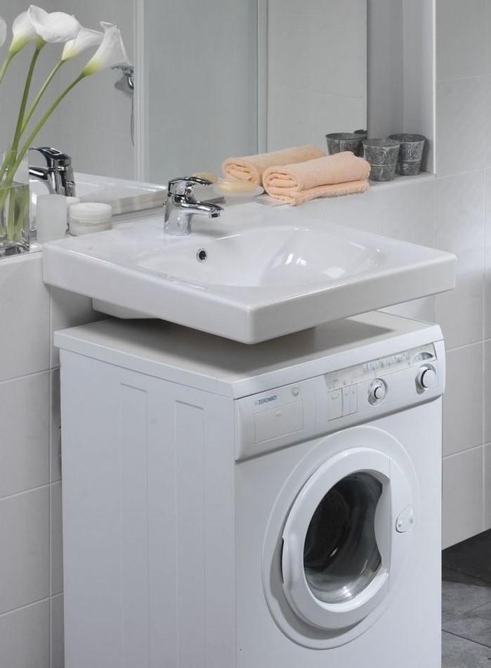 Компактная машинка под раковиной в ванной