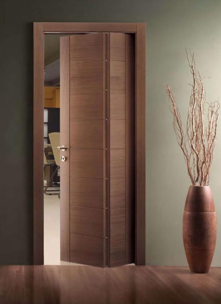 Двустворчатая раскладная дверь коричневого цвета