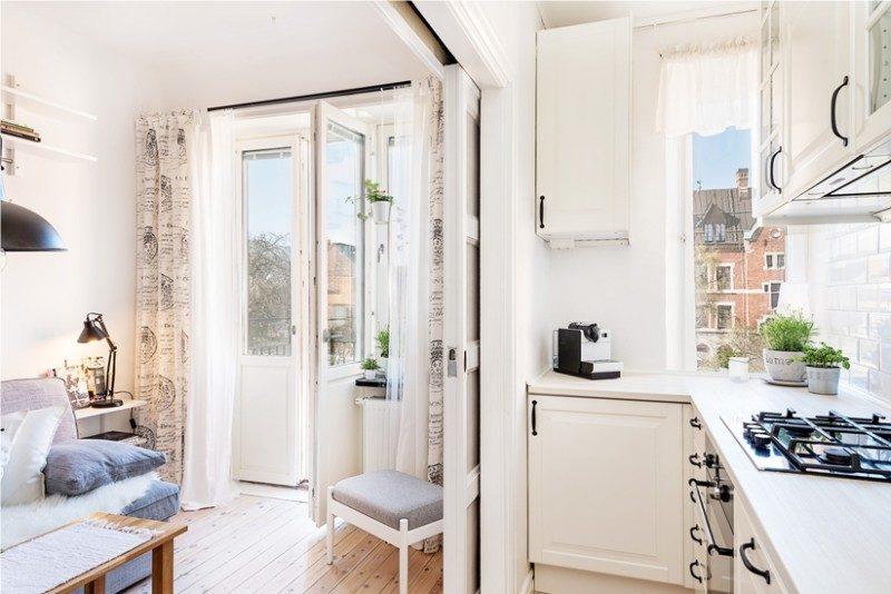 Сдвижная дверь между кухней и гостиной