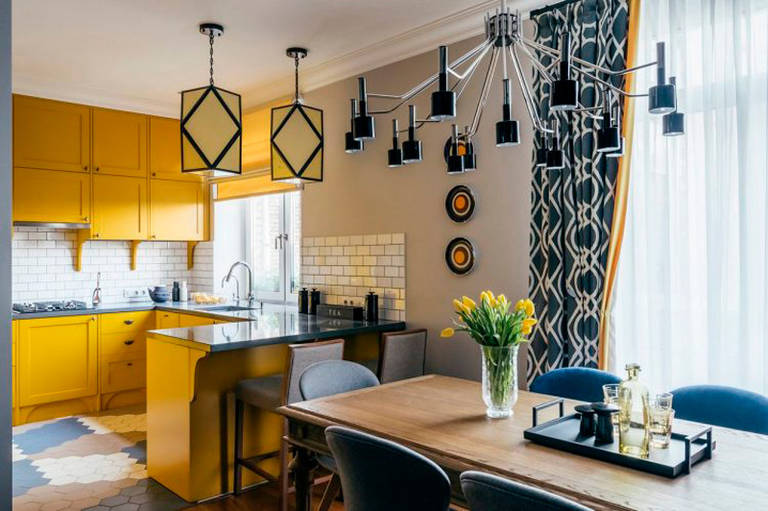 расстановка мебели и техники на кухне гостиной