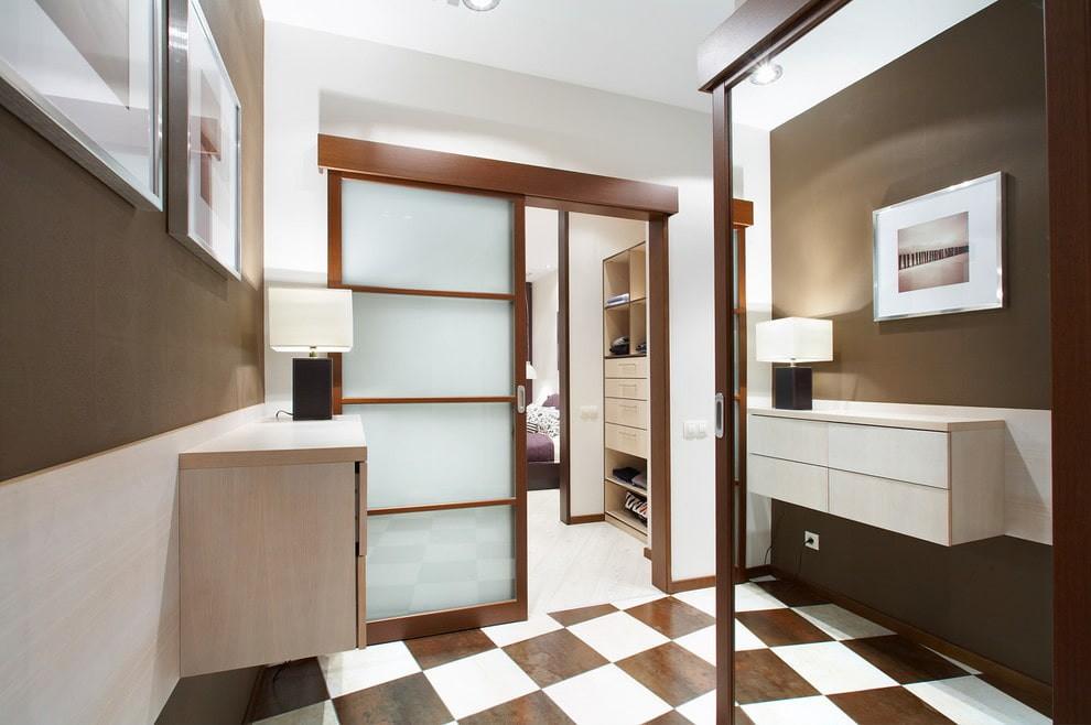 Прихожая квартиры с раздвижными дверями