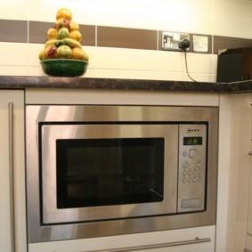 размещение микроволновки на кухне фото