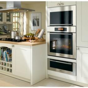 размещение микроволновки на кухне фото дизайна