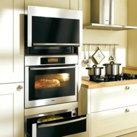 размещение микроволновки на кухне фото оформления