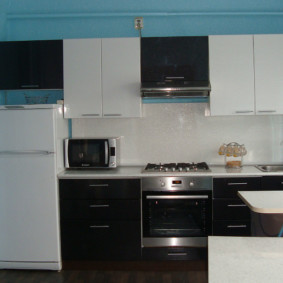размещение микроволновки на кухне фото виды