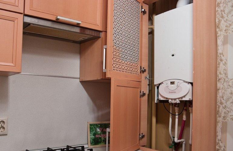Решетчатая дверка кухонного шкафа для газовой колонки