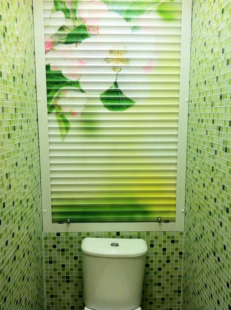 Рольставни в туалет за унитазом с рисунком