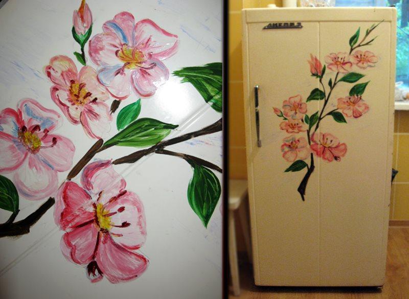Роспись на дверцах старых холодильников