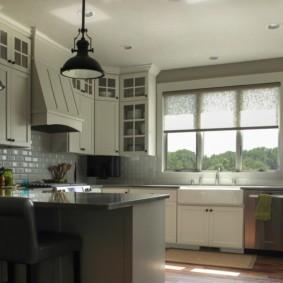 рулонные шторы на кухне фото