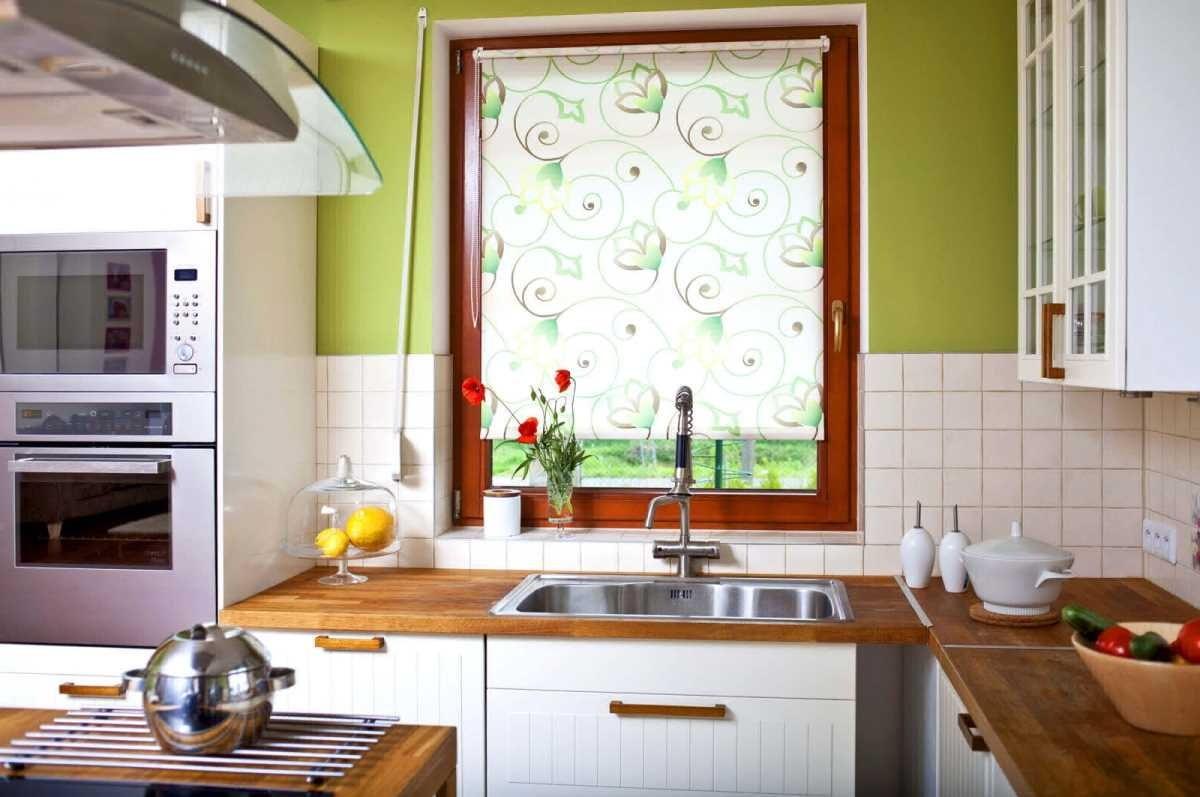 рулонные шторы на кухне идеи