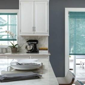 рулонные шторы на кухне интерьер фото