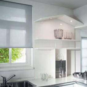 рулонные шторы на кухне дизайн идеи
