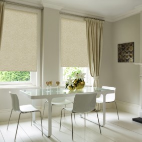 рулонные шторы на кухне фото дизайна