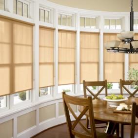 рулонные шторы на кухне фото идеи
