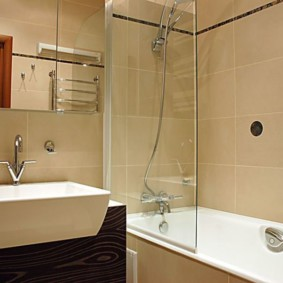 раздельная ванная комната с сантехникой