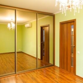 встроенный шкаф купе в спальне до потолка