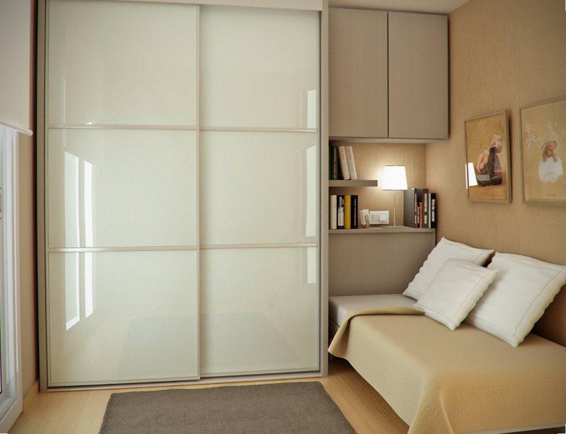 Матовые стеклянные дверца шкафа-купе