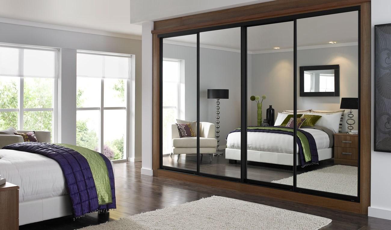 встроенный шкаф купе в спальне с зеркалом