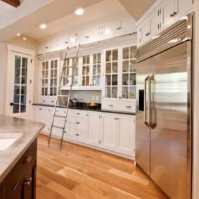 шкафы до потолка на современной кухне идеи