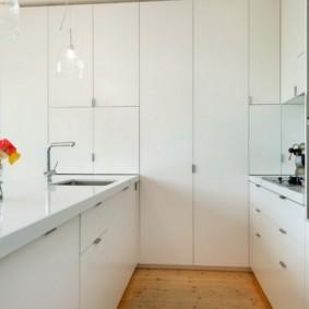 шкафы до потолка на современной кухне идеи фото