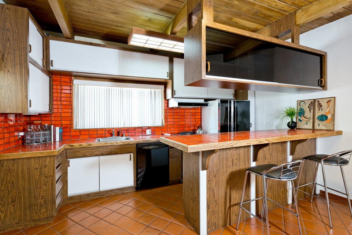 шкафы на кухне до потолка парящие ящики