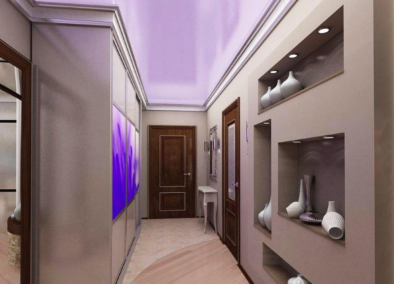 Сиреневый потолок натяжного типа в длинном коридоре