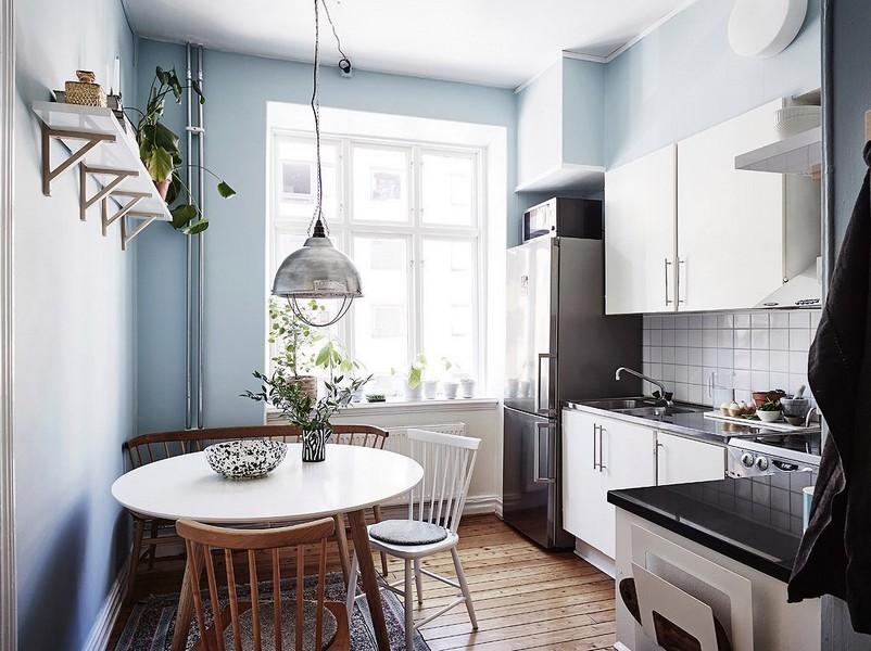 Интерьер кухни с диваном в скандинавском стиле