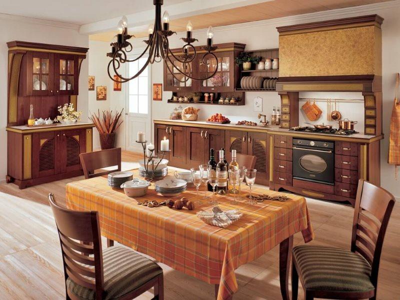 Скатерть на обеденном столе кухни-столовой