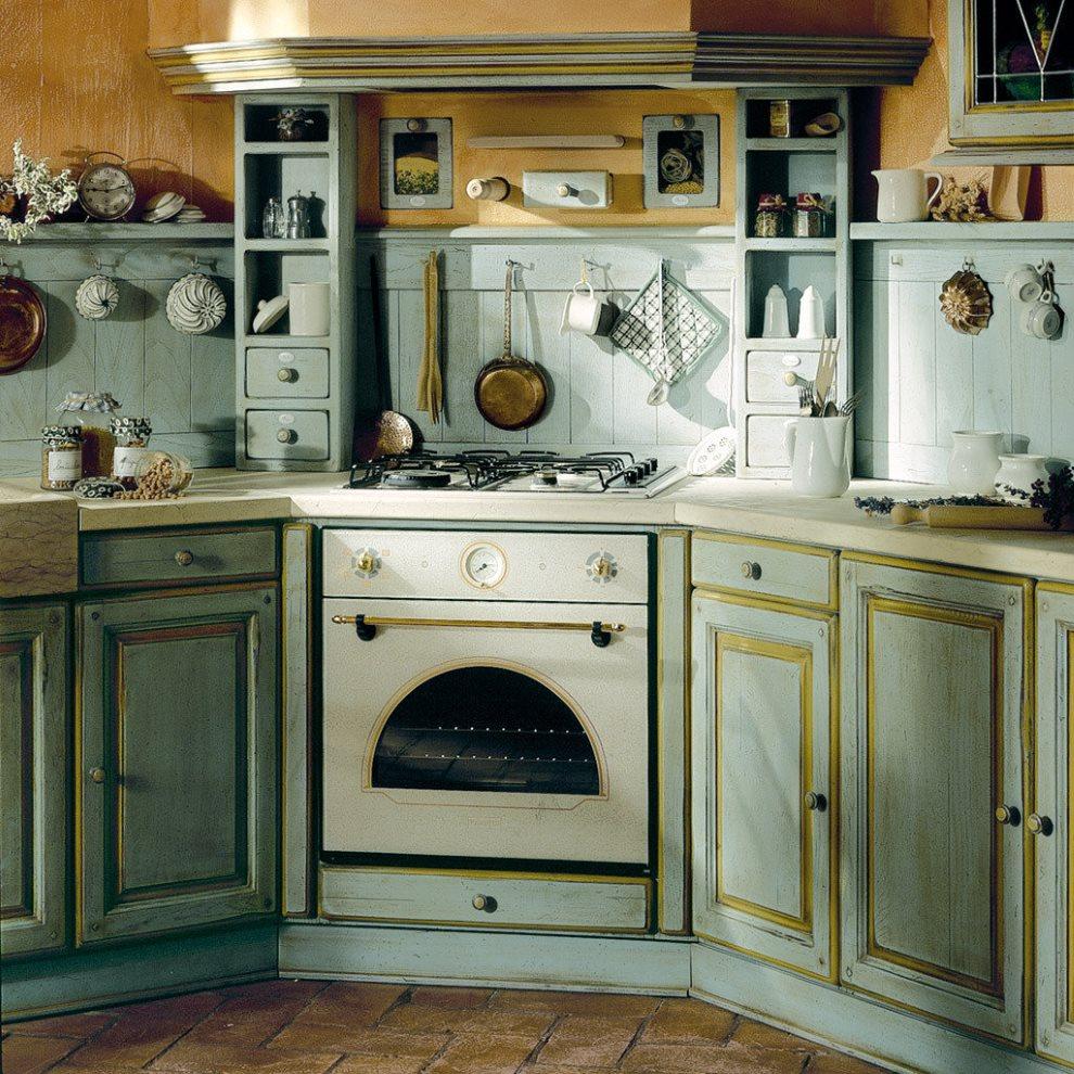 Кухонный гарнитур в стиле прованс с плитой в углу