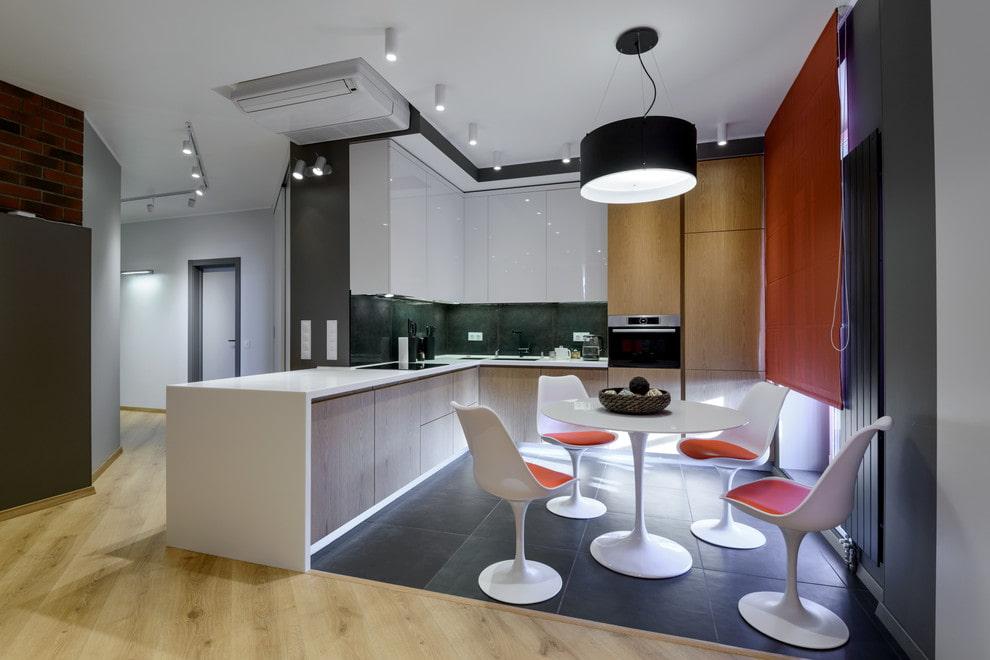 совмещение плитки и ламината на кухне